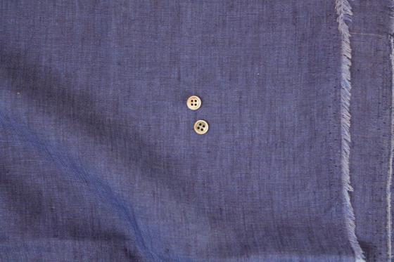 ロイヤルブルーのリネン・シャツと、滑らかなコットン・ホワイトシャツ_b0081010_18224427.jpg