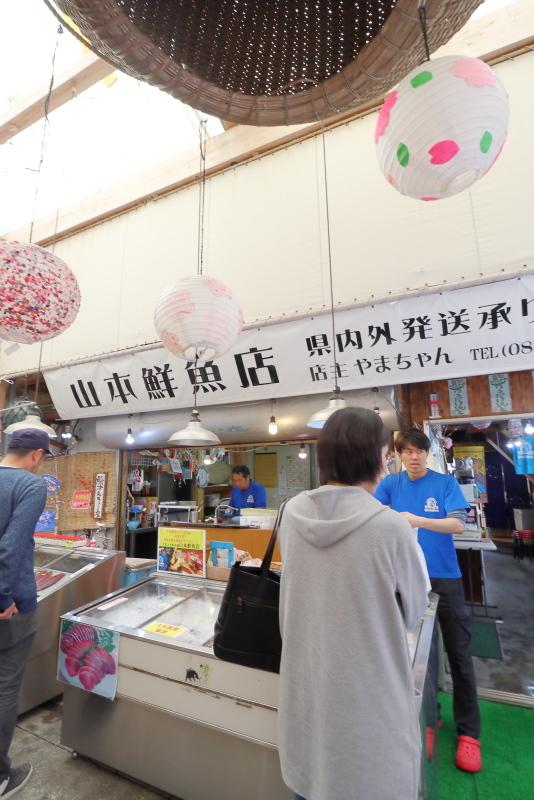 久礼大正町市場の山本鮮魚店で、美味しい初かつおを食べる!!_a0077663_19210667.jpg