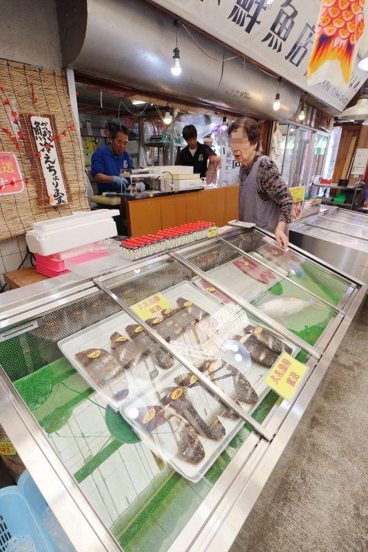 久礼大正町市場の山本鮮魚店で、美味しい初かつおを食べる!!_a0077663_19210981.jpg
