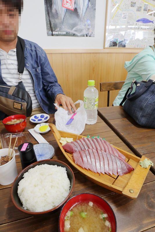 久礼大正町市場の山本鮮魚店で、美味しい初かつおを食べる!!_a0077663_19214778.jpg