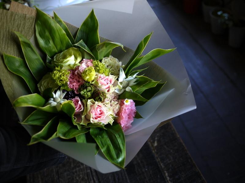 母の日の花束。「淡いピンク系」。2019/05/12。_b0171193_18204061.jpg