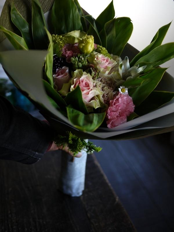 母の日の花束。「淡いピンク系」。2019/05/12。_b0171193_18204584.jpg