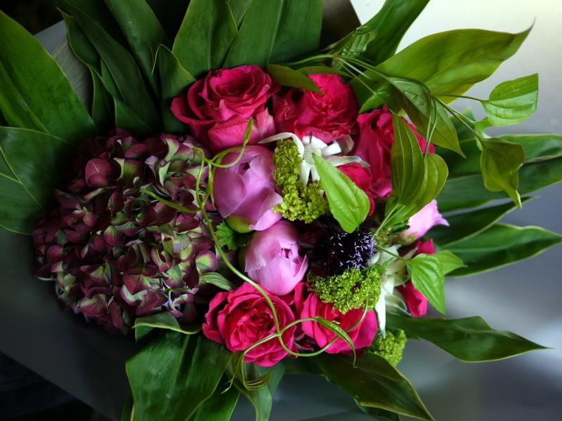 母の日の花束。「濃いピンク系」。2019/05/12。_b0171193_18215354.jpg