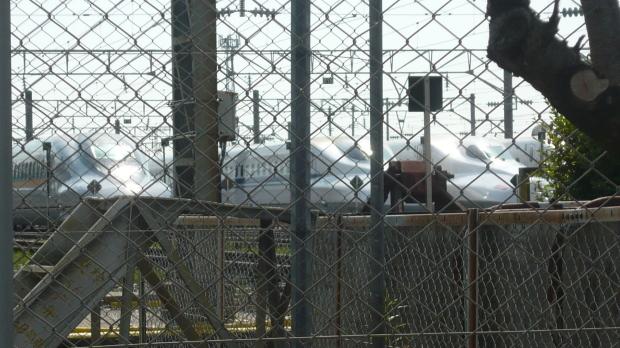 5月13日朝、博多総合車両所岡山支所前で、JR広島メンテック解雇撤回闘争勝利を報じる本部情報を配りました_d0155415_13023297.jpg