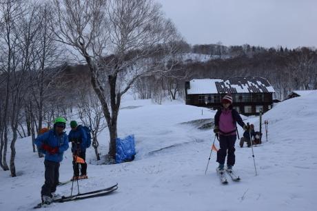 2019年4月27日、小雪交じりの尾瀬至仏山から山の鼻に滑り降りる。_c0242406_10180346.jpg
