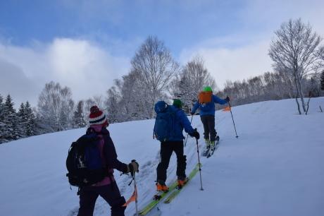 2019年4月27日、小雪交じりの尾瀬至仏山から山の鼻に滑り降りる。_c0242406_10183929.jpg