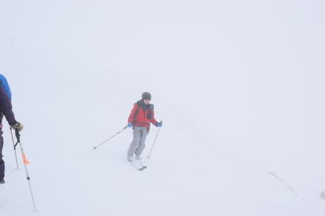 2019年4月27日、小雪交じりの尾瀬至仏山から山の鼻に滑り降りる。_c0242406_13513286.jpg