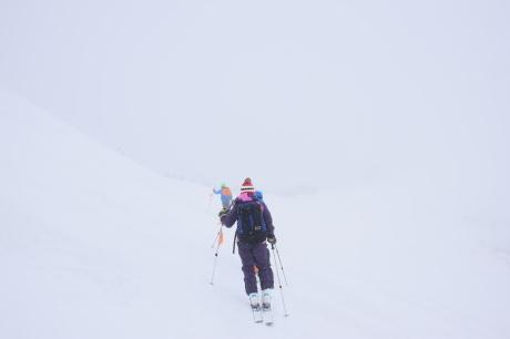 2019年4月27日、小雪交じりの尾瀬至仏山から山の鼻に滑り降りる。_c0242406_13522480.jpg