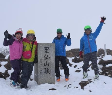 2019年4月27日、小雪交じりの尾瀬至仏山から山の鼻に滑り降りる。_c0242406_13541760.jpg