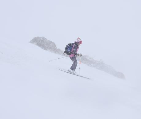 2019年4月27日、小雪交じりの尾瀬至仏山から山の鼻に滑り降りる。_c0242406_14371095.jpg