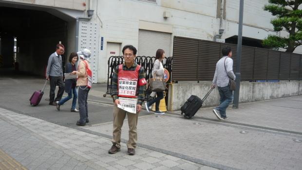 5月14日、岡山駅東口で本部情報を配りました_d0155415_19541757.jpg