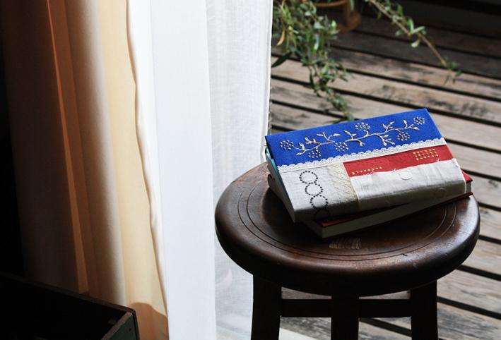 「刺繍風」ブックカバーを簡単DIY_d0351435_16321610.jpg