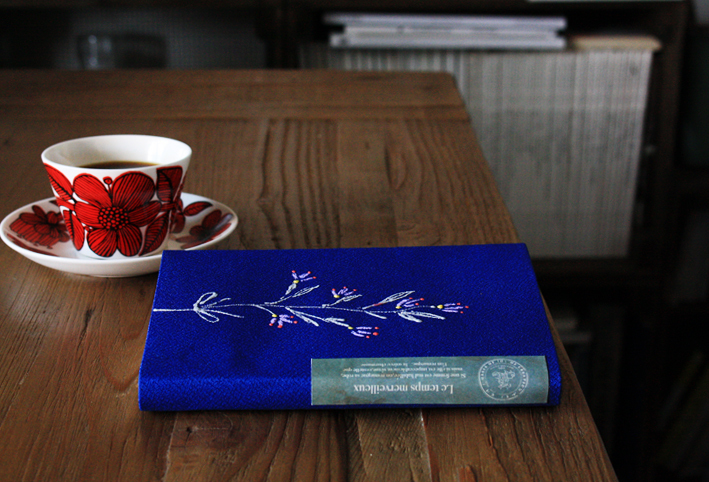 「刺繍風」ブックカバーを簡単DIY_d0351435_16321630.jpg