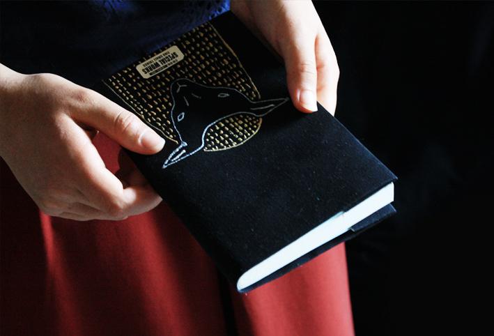 「刺繍風」ブックカバーを簡単DIY_d0351435_16321667.jpg