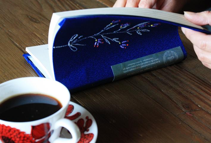 「刺繍風」ブックカバーを簡単DIY_d0351435_17540205.jpg
