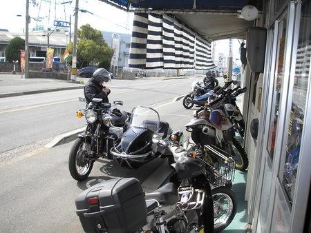 KAWASAKI  W1+中野SPサイドカー タイヤ交換_e0218639_10084338.jpg