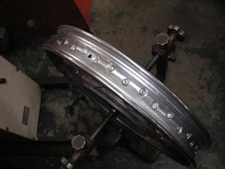 KAWASAKI  W1+中野SPサイドカー タイヤ交換_e0218639_10084359.jpg