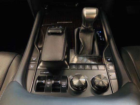5月16日(木) 本店ブログ♪28年車レクサス LX570 4WD☆ワンオーナー ランクル ハマー ヴェルファイア_b0127002_16343696.jpg