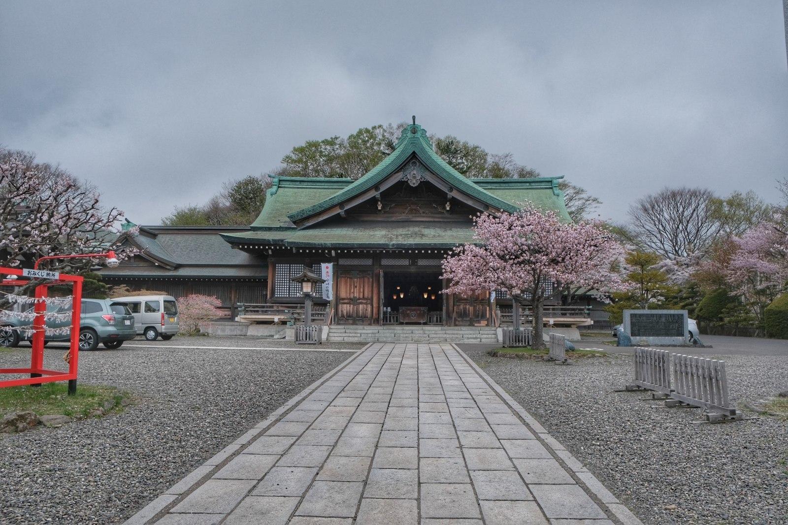 GW帰省8 ~ 室蘭みたら、室蘭八幡宮、視界ゼロの測量山、札幌に住むのありかも~_b0024832_01330507.jpg