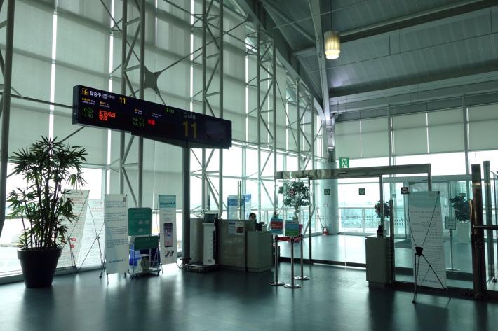 大韓航空 KE710便 羽田ー金浦 B777-300 と KE713便 釜山ー成田 A220-300 エコノミークラスの機内食と機材 2019年4月 ソウル・大田・釜山の旅(1)_f0117059_21170637.jpg