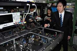 量子コンピューター小型・実用化へ前進 東大チーム、心臓部を開発_b0064113_10313666.jpg