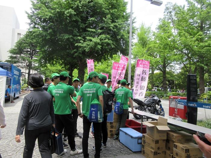 【モントレ横浜にランチに行ったら目の前でトライアスロンをやっていた】_b0009849_21243098.jpg
