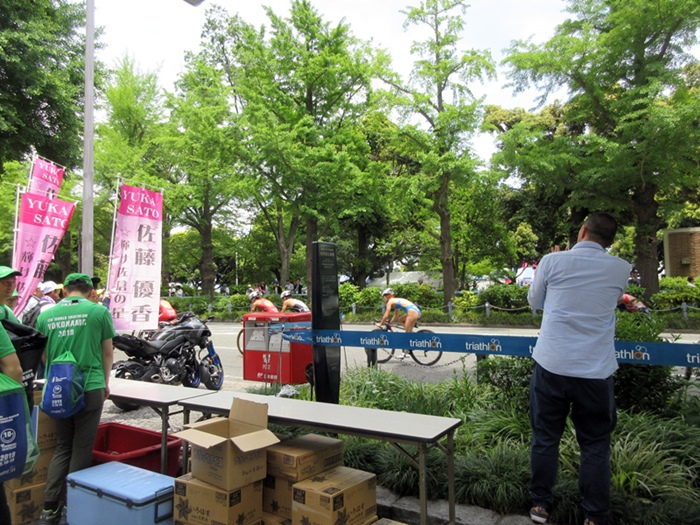 【モントレ横浜にランチに行ったら目の前でトライアスロンをやっていた】_b0009849_2125172.jpg