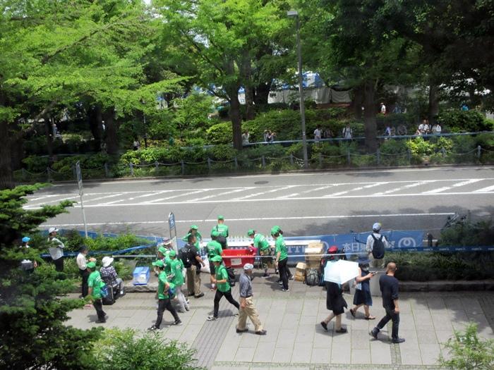 【モントレ横浜にランチに行ったら目の前でトライアスロンをやっていた】_b0009849_21283130.jpg