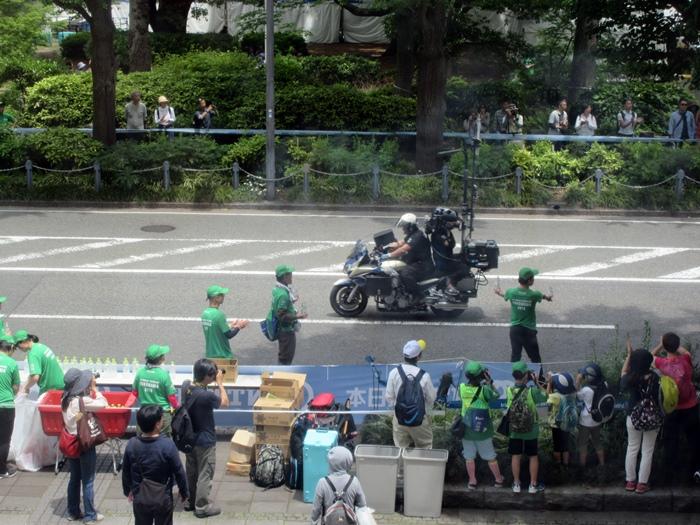 【モントレ横浜にランチに行ったら目の前でトライアスロンをやっていた】_b0009849_2130561.jpg