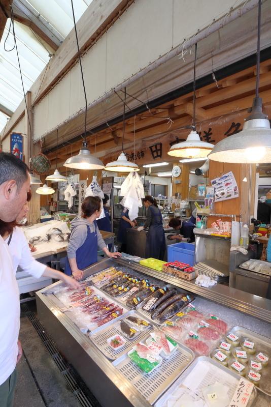 久礼大正町市場の田中鮮魚店 漁師小屋で、初ガツオを食べる_a0077663_16521623.jpg