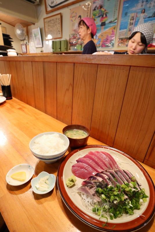 久礼大正町市場の田中鮮魚店 漁師小屋で、初ガツオを食べる_a0077663_16522971.jpg