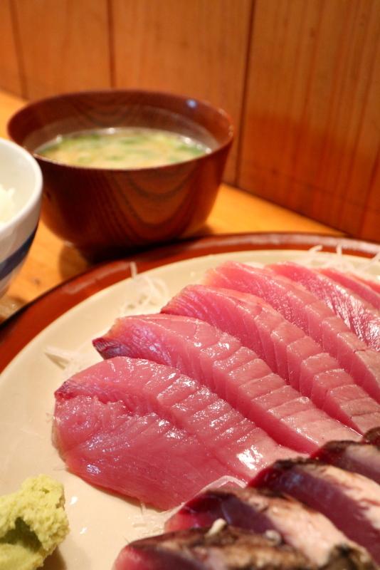 久礼大正町市場の田中鮮魚店 漁師小屋で、初ガツオを食べる_a0077663_16524963.jpg