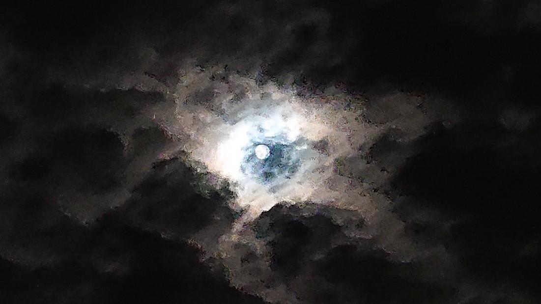 闇の中の光 ~虹と月と~ ***_e0290872_22381191.jpg