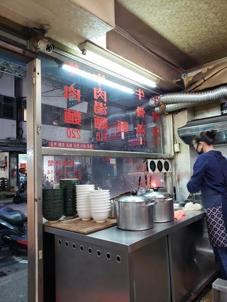 ホテル:グリーンワールド建北 夕食は廖家牛肉麺へ 老虎堂で黒糖タピオカミルクティー_a0114319_02101213.jpg
