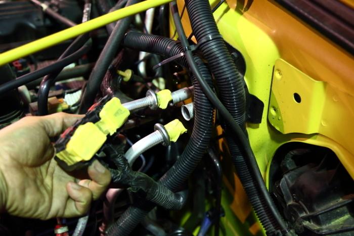 店頭展示のJKとご納車のTJ そして水漏れ修理のTJ_f0105425_19142911.jpg