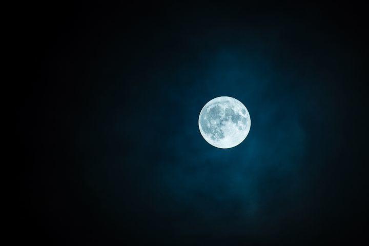 満月。_e0108851_00490426.jpeg