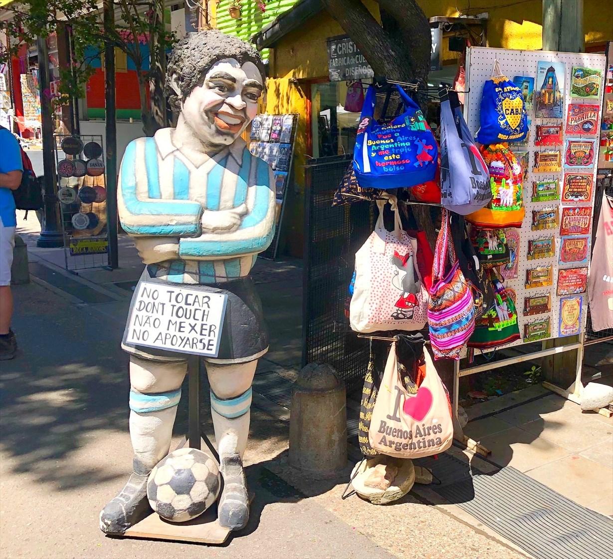 """中南米の旅/42 カラフル過ぎる街""""ボカ地区""""カミニート@ブエノスアイレス_a0092659_23121466.jpg"""