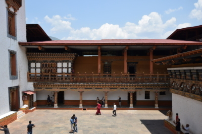 ブータンの仏教と生活 _d0297177_11543579.jpg