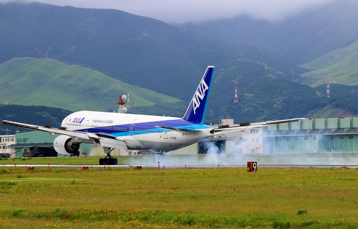 昨日の阿蘇熊本飛行場。_b0044115_09035899.jpg