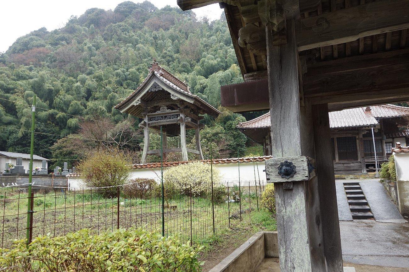 石見銀山の銀山ゾーンを歩く_c0112559_08204459.jpg
