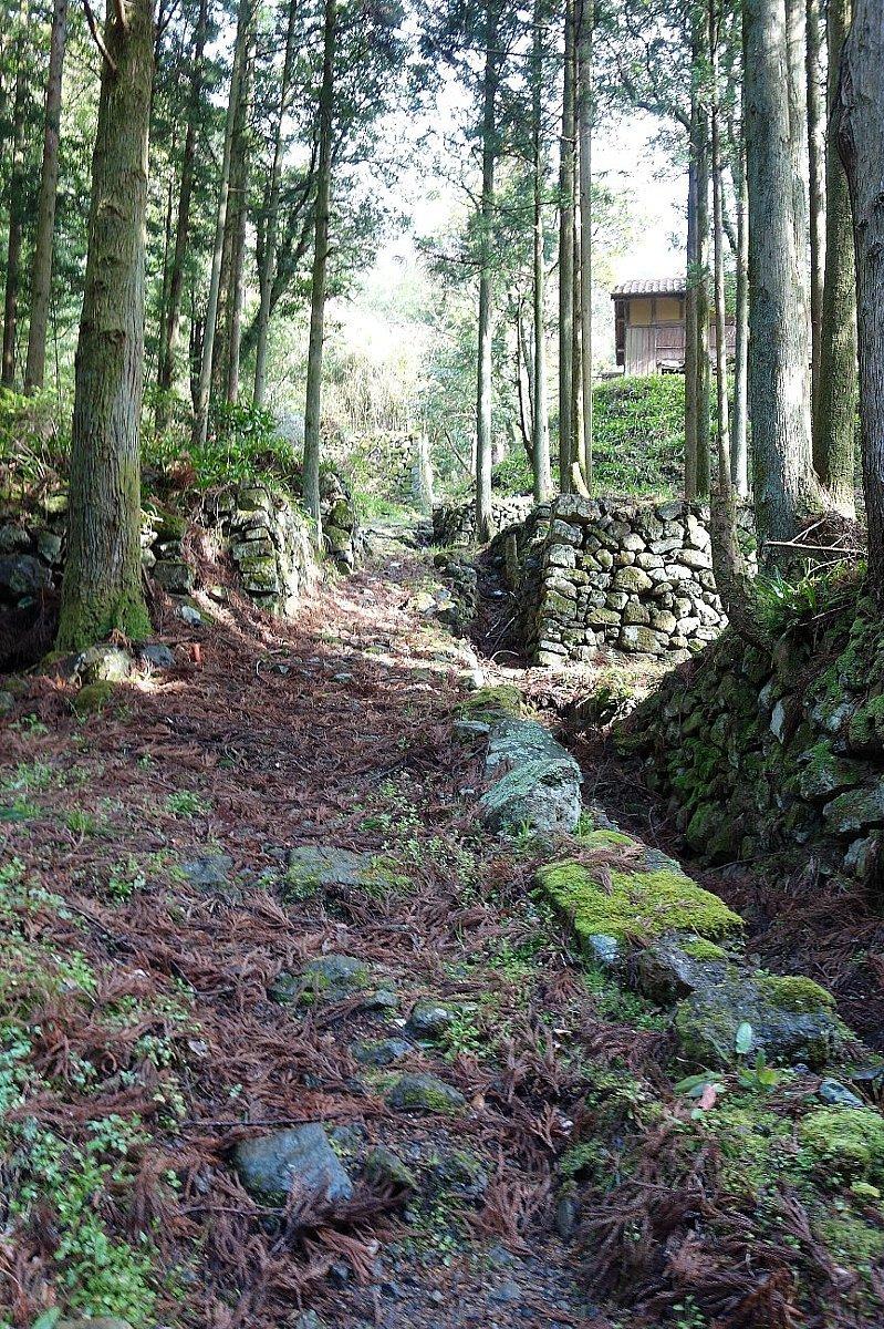 石見銀山の銀山ゾーンを歩く_c0112559_08265711.jpg
