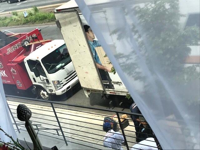 せっかく片付けたのにまた巨大トラックが! 断捨離同時進行_d0269832_06095775.jpeg
