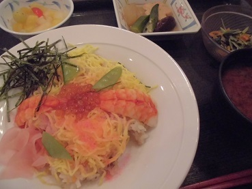 本日はちらし寿司でした_e0163042_15372709.jpg