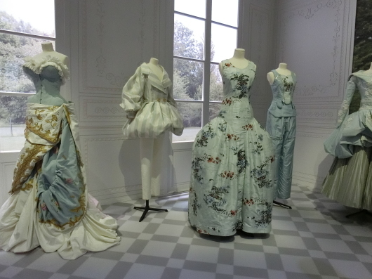 ディオールの回顧展【Christian Dior: Designer of Dreams】_e0303431_18500268.jpg