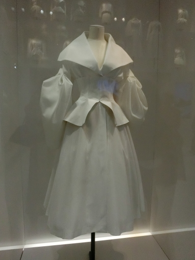 ディオールの回顧展【Christian Dior: Designer of Dreams】_e0303431_18555100.jpg