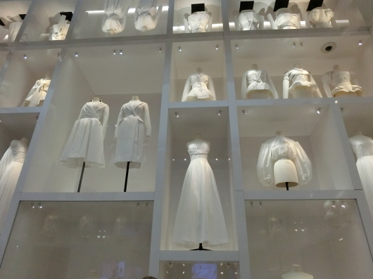 ディオールの回顧展【Christian Dior: Designer of Dreams】_e0303431_18565249.jpg