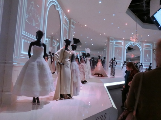 ディオールの回顧展【Christian Dior: Designer of Dreams】_e0303431_18573614.jpg
