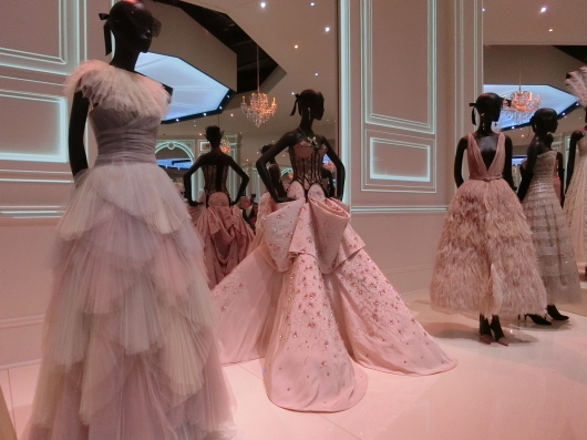 ディオールの回顧展【Christian Dior: Designer of Dreams】_e0303431_18574124.jpg