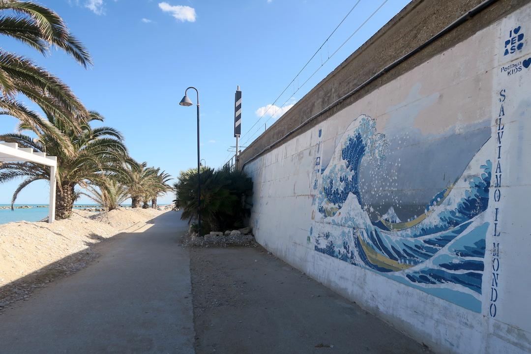 アドリア海青い海辺を歩く午後、ペダーソ_f0234936_6121460.jpg