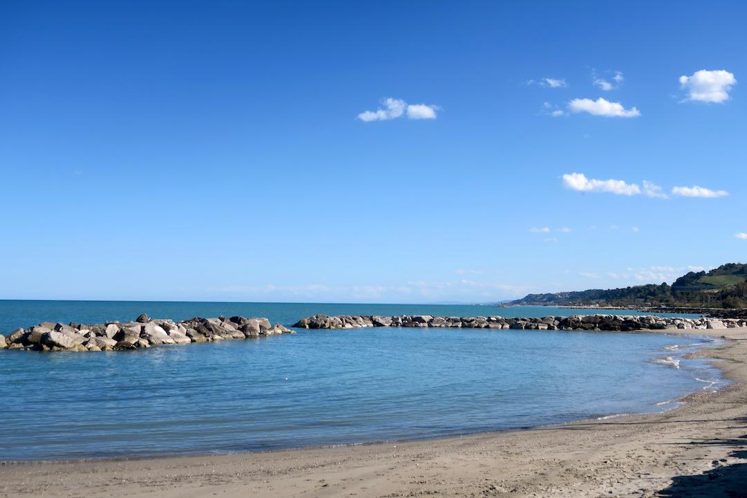 アドリア海青い海辺を歩く午後、ペダーソ_f0234936_618339.jpg